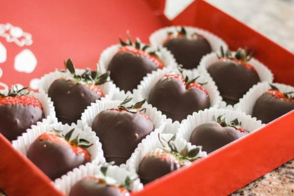 red box filled with chocolate dipped strawberries