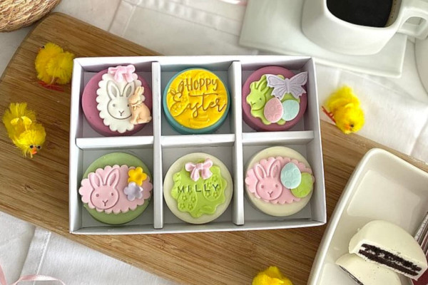 Biscuits decorated with easter decorations