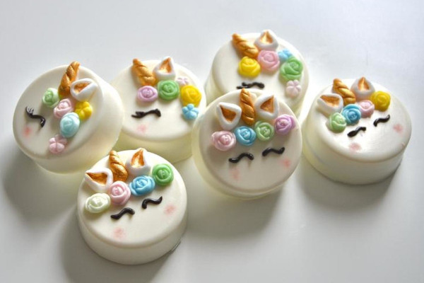 Biscuits decorated like unicorns