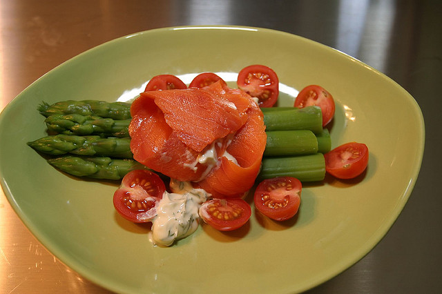 salmon_and_asparagus